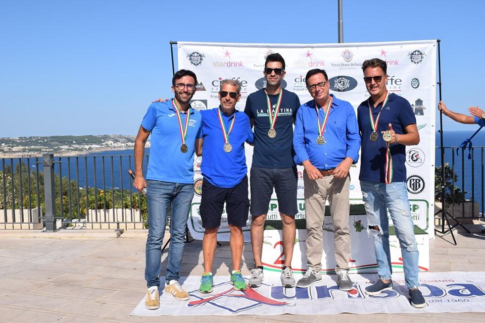 foto con amministratori Castro, Giovanni Punzi, Antonio Marangio
